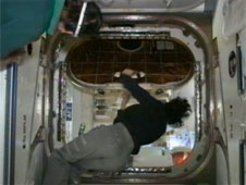 ISS Crew Opens Dragon Hatch a Day Early